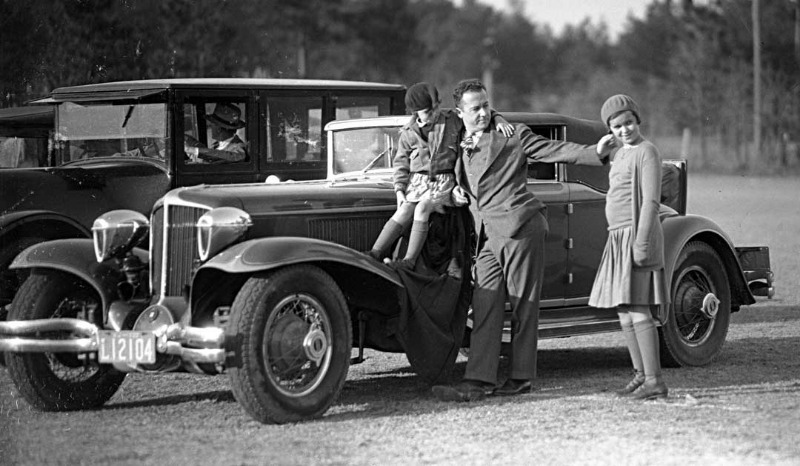 L29-Packard-Convertible-Coupe-with-Woodlites.jpg